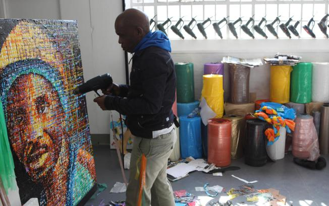 artist mbongeni buthelezi plastic art paintings