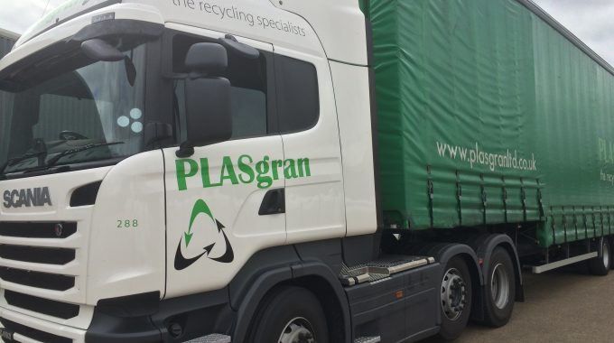 PLASgran Continues Relationship With Brett's Transport With New Branded Truck